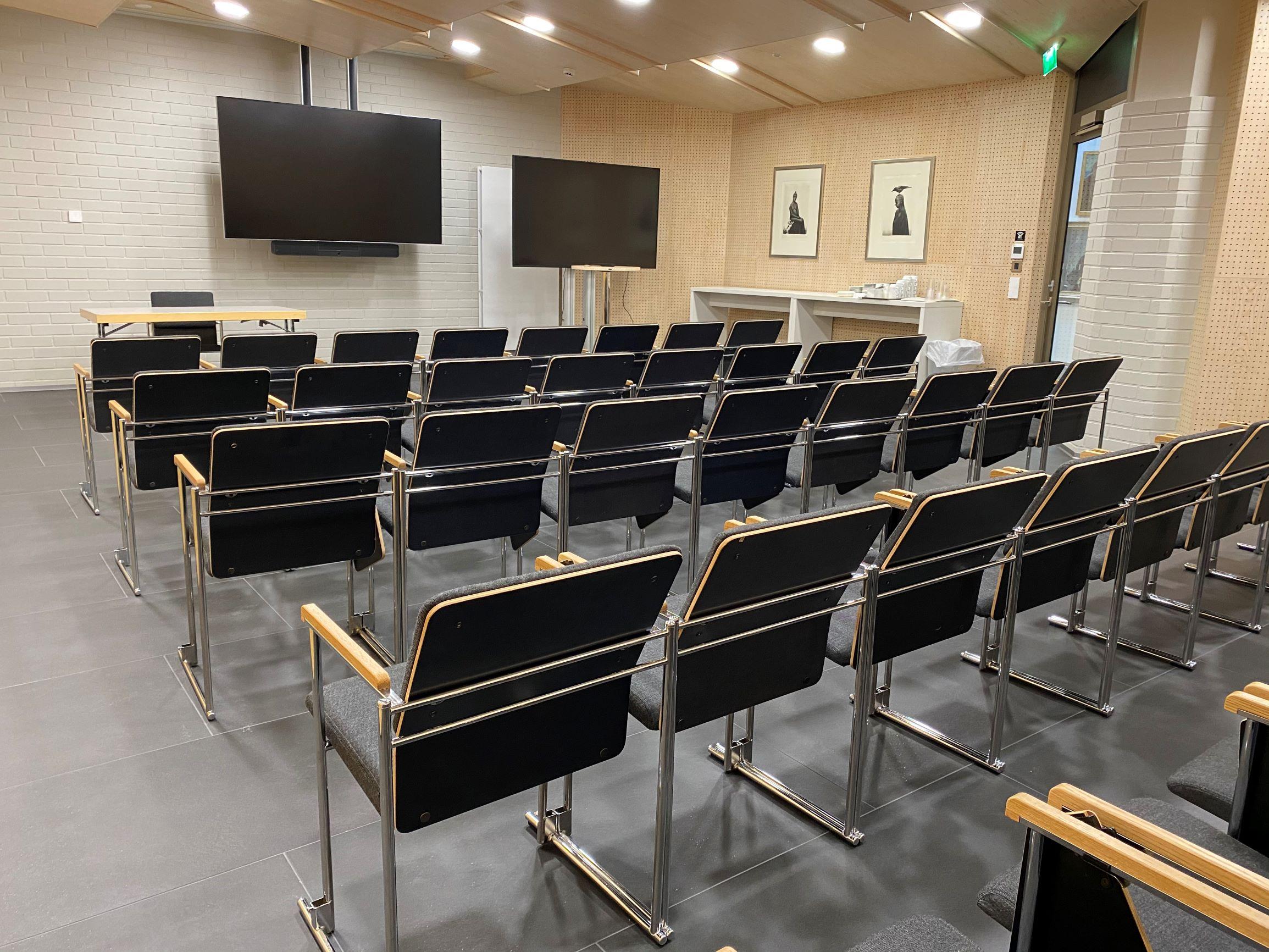 Kokkolan kaupungintalo, Kaarlela kokoustila pienempiin seminaareihin