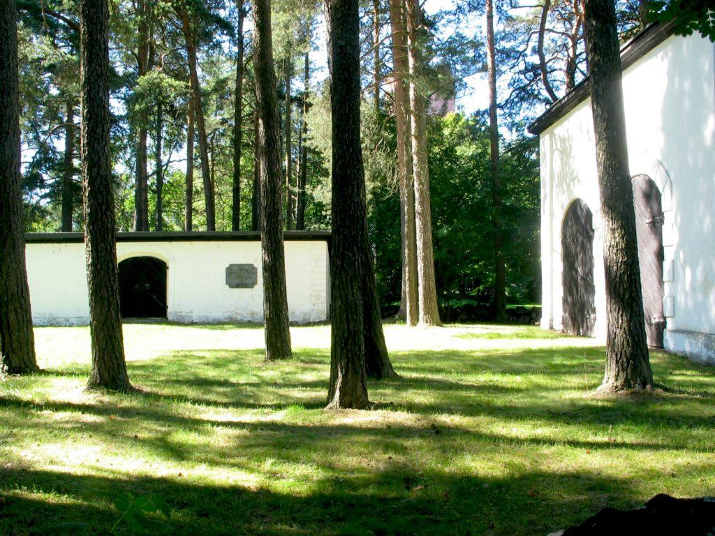 Katariinan kalmisto perustettiin 1770-luvulla vanhan ruttoisten hautausmaan läheisyyteen, koska kirkkotarha oli tullut täyteen ja hygieniasyistä hautaaminen siirrettiin pois kaupungista.
