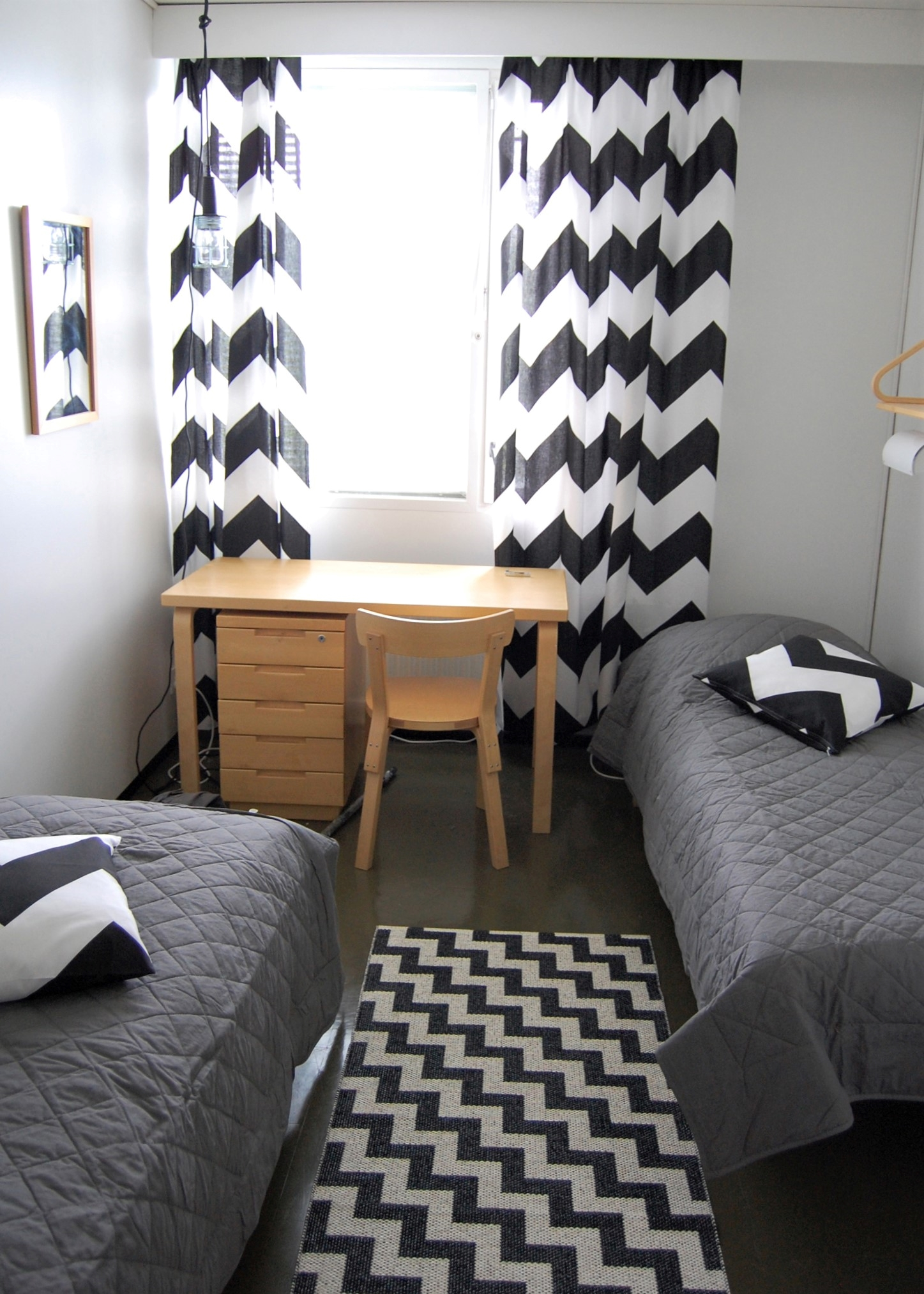 Tankar Innin kahden hengen huoneissa voit yöpyä myös koirasi kanssa. Lemmikit ovat tervetulleita majoitukseen.