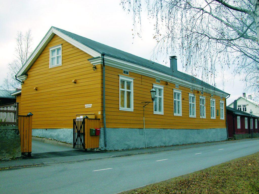 Keltaisessa talossa Rantakadulla kansallisfilosofimme J.V. Snellman asui nuoruusvuosinaan.