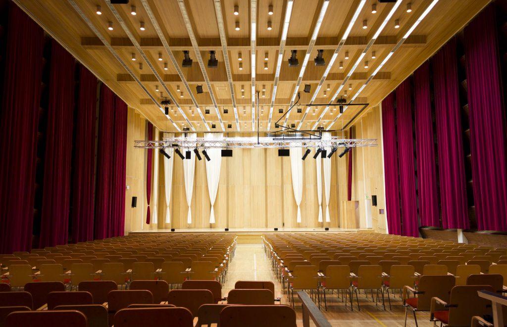 Snellman-sali Kokkolan konserttisali joka taipuu moneen juhlaankin.