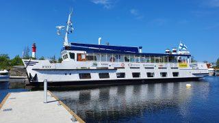 Matkat Tankarin majakkasaarelle taittuvat kätevästi M/S Jennyllä. M/S Jenny on kaksikerroksinen alus, jossa pääsee myös aurinkokannelle laivan katolle.