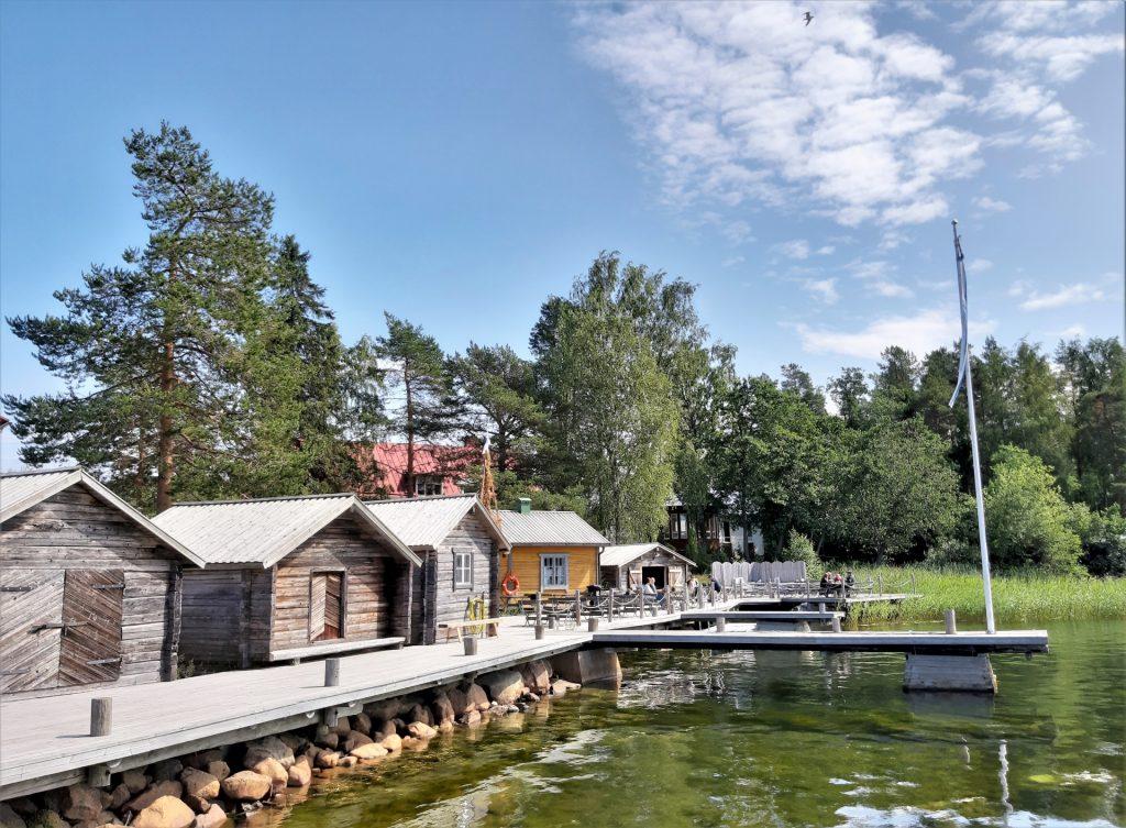 Cafe Byggan Öjassa on tunnelmallinen rantakahvila.