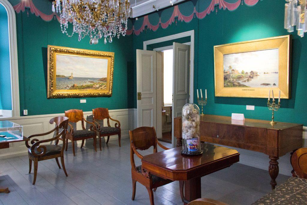 Roosin talo sisältä. Nykyään rakennuksessa toimii K.H. Renlundin museo. Tiloissa on vaihtuvia näyttelyitä sekä kauppaneuvos Karl Herman Renlundin testamenttaama arvokas taidekokoelma.
