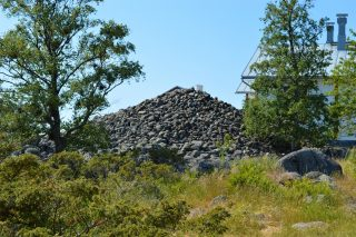 Tankarin saaren kivikummeli on suuri kasa kiviä.