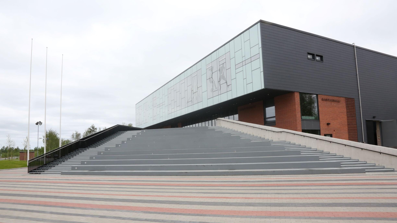 Kampushalli on 2015 käyttöön vihitty urheiluhalli. Liikuntatilojen lisäksi vuokrattavissa on myös kahvio ja aulatilat sekä luokkatiloja.